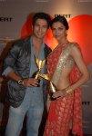 Deepika-Padukone_peach-sari-Apsara-awards-Shahid-Kapoor-lo-hip