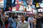 Perun_Kootathil_Oruvan_Nanjil_Nadan_Crowd_People_Watching_Observing_Americans4